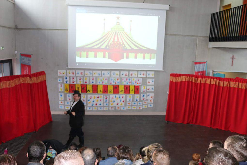 Bienvenue au Notre Dame Circus!!