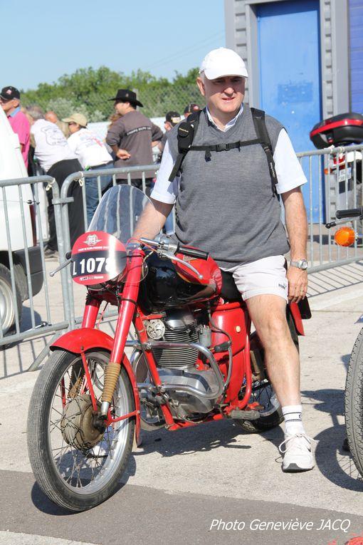 Photos Coupes Moto Légende 2012 à Dijon Prenois 20 em anniversaire Démonstrations motos et sides anciens de vitesse