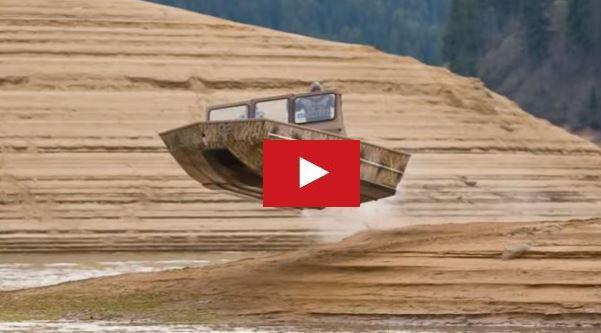 VIDEO - un Jet boat SJX bondit au dessus des bancs de sable