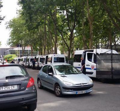 47 camions de CRS pour zéro manifestant : la crise de paranoïa de Manuel Valls