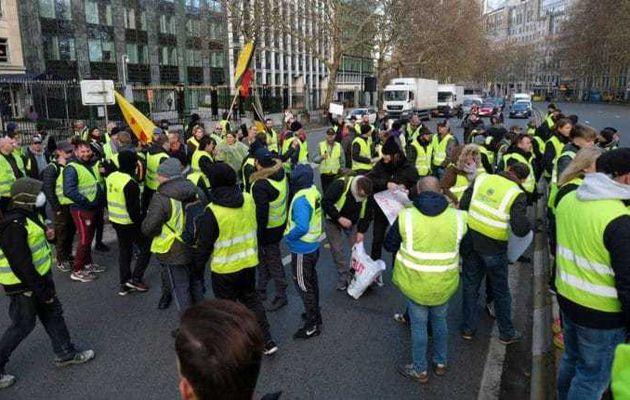 France – Gilets jaunes: acte IV des manifestations, la tension monte d'un cran (VIDEO)