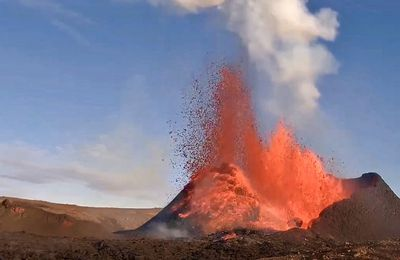Activity of Fagradalsfjall / Geldingadalur, Pacaya and La Fournaise.