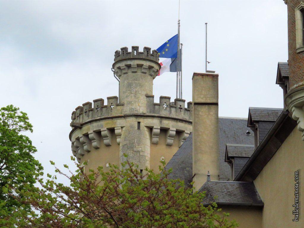En contournant le château...le donjon !