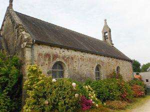 Vers Saint-Guillaume ; la chapelle Saint-Guillaume ; l'ancienne école ; le centre équestre.