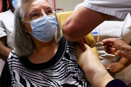 Covid : la polémique enfle sur la stratégie de vaccination du gouvernement! Plus politique que sanitaire,  on sent bien que les élections se rapprochent ! A vomir..