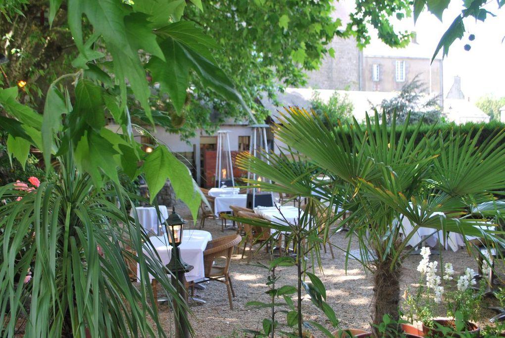 Le Vieux Logis dispose d'une terrasse, côté jardin.