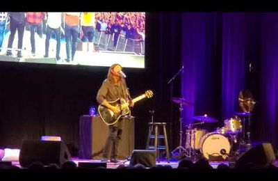 """Dave Grohl """"Everlong"""" 10-5-21 Town Hall, New York City"""