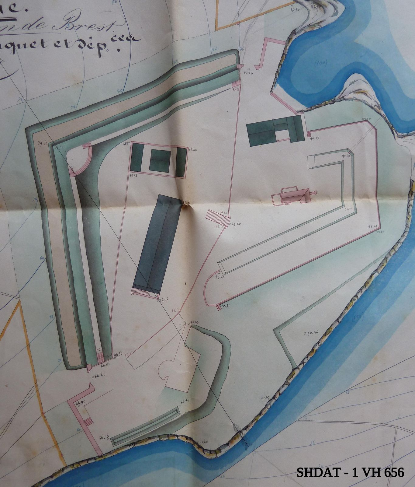 Plan du fort du Dellec avant les remaniements des années 1840 : un air de ressemblance avec la Fraternité (© Service historique de la Défense)
