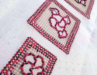 Création Sophie Brusini: Bouquets brodés pour chemin de table - Embroidered bouquets for table runner or placemat