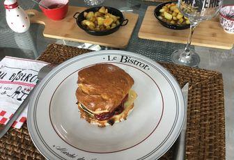 Cheeseburger, pommes de terre rissolées