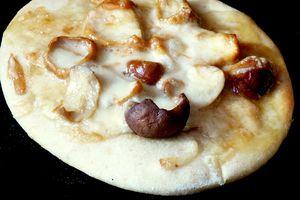 Pizza aux cèpes, scarmorza fumée et truffe