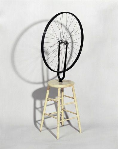 Marcel DUCHAMP, Roue de bicyclette sur tabouret, 1913, Roue de bicyclette, tabouret, 1,30 m x 64 cm x 42 cm