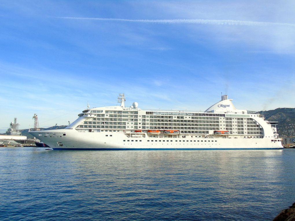 SEVEN SEAS VOYAGER , arrivant à Toulon le 27 juillet 2017