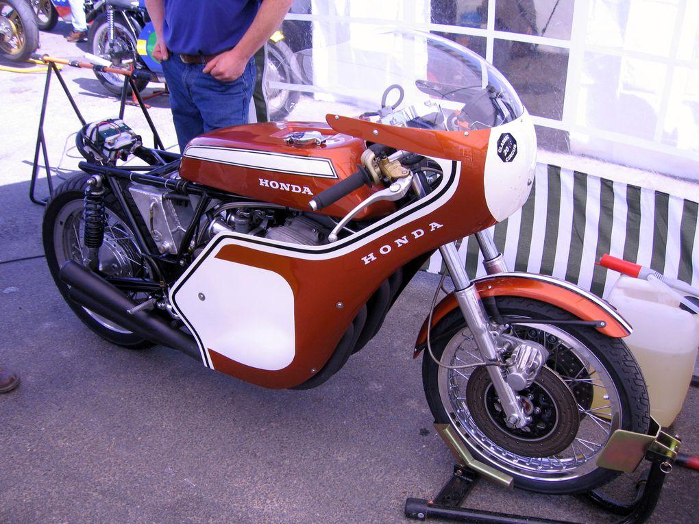 Démonstrations de motos anciennes de course sur piste de vitesse CLASSIC-CIRCUS-mai-2011 organisé par l'association Cambouis et compagnie sur le circuit du Bourbonnet