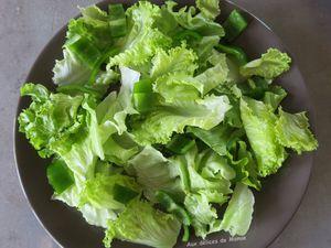 Salade verte au concombre, jambon cru et mozzarella