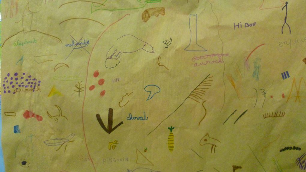 """Amusart thème """"art préhistorique"""" classes de moyenne et grande sections: empreintes de mains à la gouache, carte coeur en origami avec contour de main et message personnel, poster mots croisés animaux des peintures préhisto, poster """"signes"""" et mémoire des motifs vus en diapos,"""