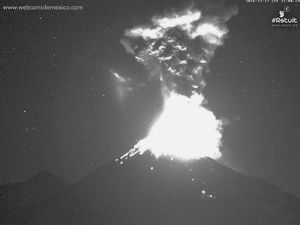 Colima - 17.12.2016 / 21h and 21h01 - WebcamsdeMexico - one click to enlarge