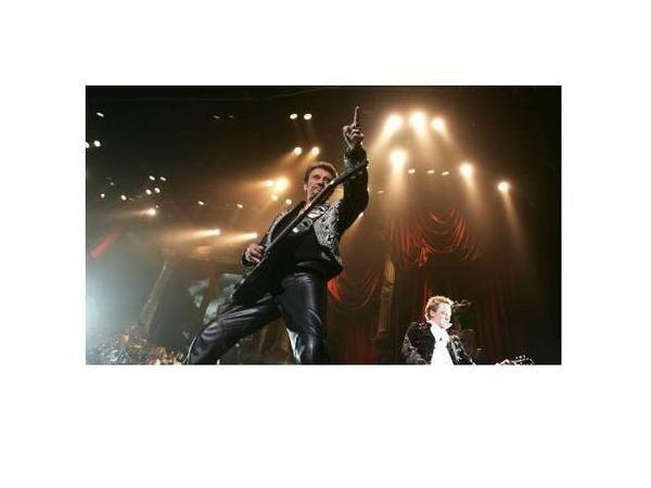 <p>Photos prises lors du concert de JOHNNY HALLYDAY au ZENITH de NANTES le 02 Fevrier 2007.</p> <p>Un concert super génial , inoubliable...Un grand spectacle !!!</p> <p>Et j'y étais !!! Merci JOHNNY.....................</p>