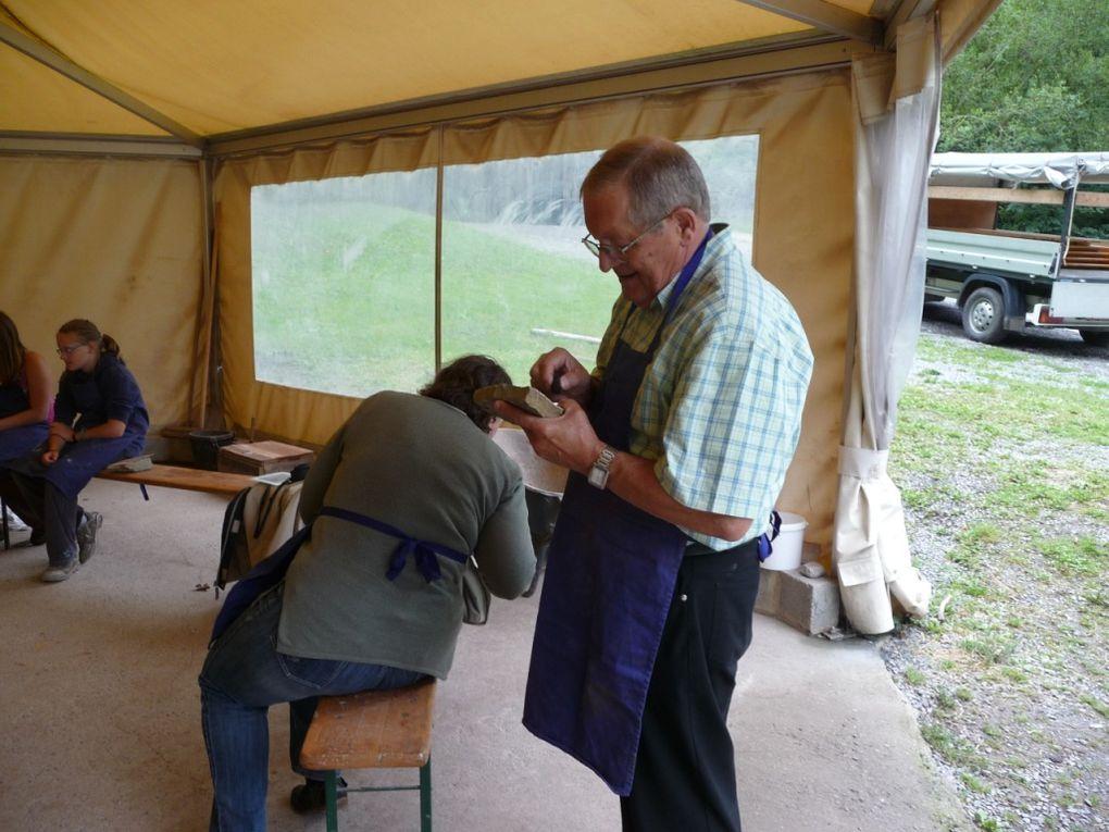 En août 2010, la traditionnelle excursion des acolytes a conduit nos jeunes au préhistoisite de Ramioul