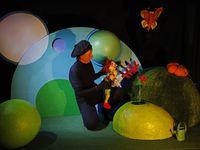 Quelques images du spectacle Petit Piot et le monde en rond