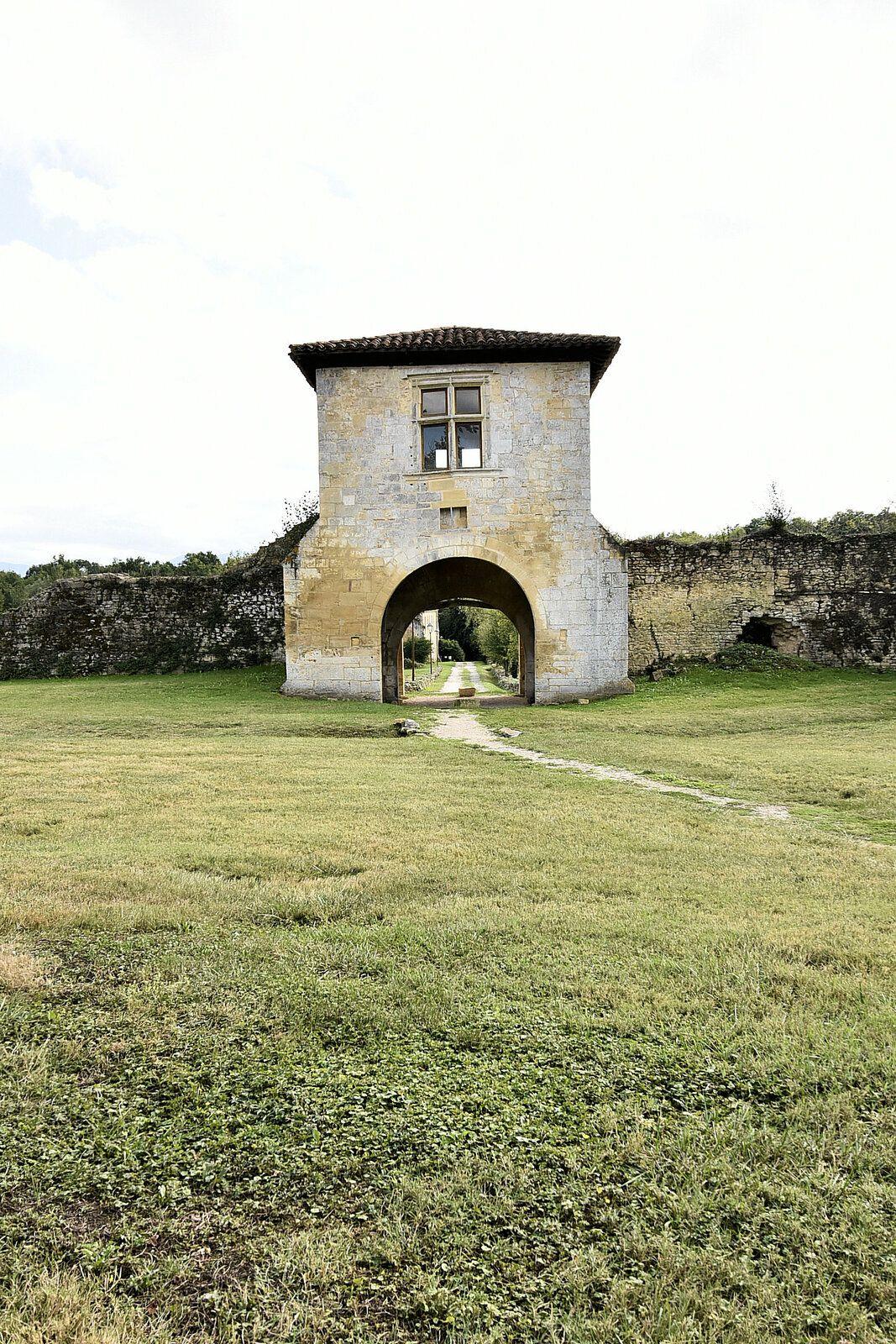 Le site de Bonnefont fut grandement démantelée au XIXème siècle et ces éléments revendus.