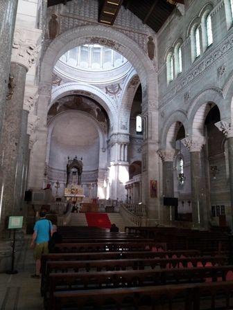 Tours : extérieur et intérieur de la basilique Saint-Martin.