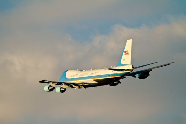 © USAF - Air Force One au décollage.