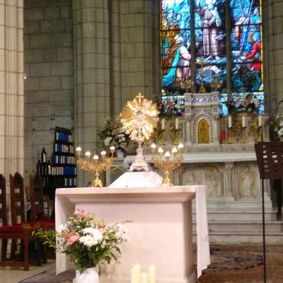 Belle Fête-Dieu, fête du Saint-Sacrement !