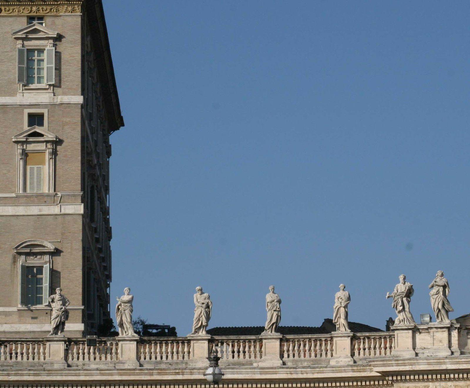 Colonnade de Saint Pierre de Rome. Saint Nilammon en place 28
