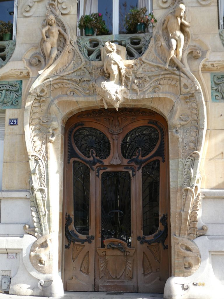 Adresse = 29 Avenue Rapp 75007 PARIS....