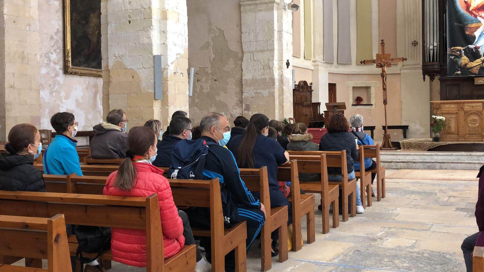 Présentation des réalisations de Giuseppe par le Père Michel Isoard.