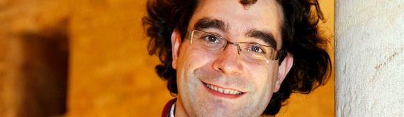nicolas bucher, un organiste français qui évolue désormais à la basilique de vézelay, il est aussi délégué général de la cité des voix