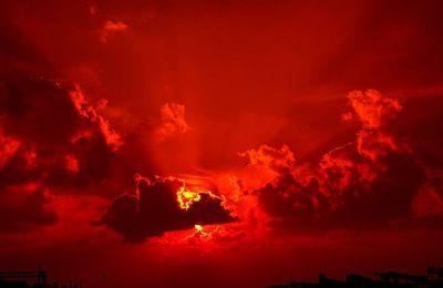 ALERTE : Un objet rouge mystérieux repéré dans le ciel américain (vidéo) = la planète Nibiru ????