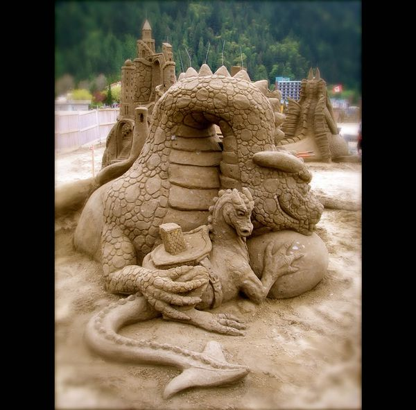 "The photographer wrote, ""Dragon Dwellers by Amazin' Walter and William LLoyd leads this set off."" Dragon Dwellers baby sand dragon at Harrison Hot Springs, World Championship Competition"