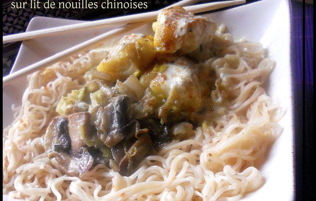 Fondue de poireaux, cabillaud au curry sur lit de nouilles chinoises