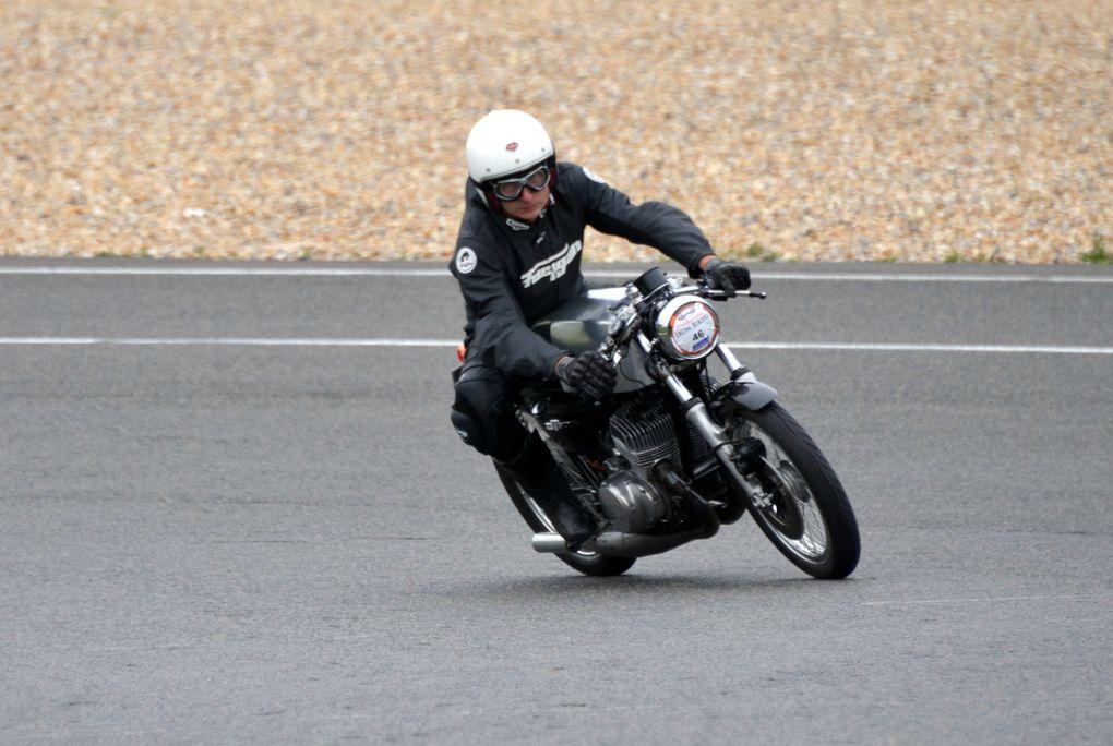 IRON BIKERS 2011 photos piste Démonstrations motos anciennes et d'exception, sidecars circuit Carole juin 2011