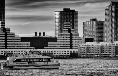 New York Water Taxi BNW