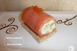 Bûchettes au saumon fumé, avocat et œufs de saumon