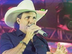 juliano cesar, un chanteur brésilien de sertanejo qui succombe à un infarctus foudroyant le 31 décembre 2019 à l'âge de 58 ans