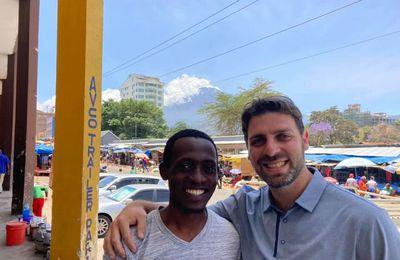 Tanzanie : un interprète musulman se convertit à Christ après avoir traduit un missionnaire