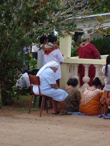 Il y a beaucoup d'oratoires à Wallis, où les wallisiens viennent ccélébrer des cérémonies religieuses.
