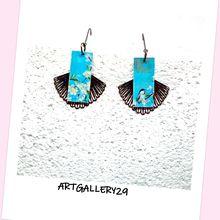 Boucles d'oreilles japonaises motif fleurs/oiseaux fond bleu sur pendentif éventail noir en superposition