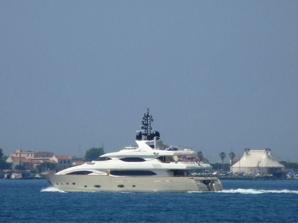 5 G ,  à quai ou sur rade à Toulon