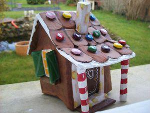 La maison en pain d'épices : dernières finitions .