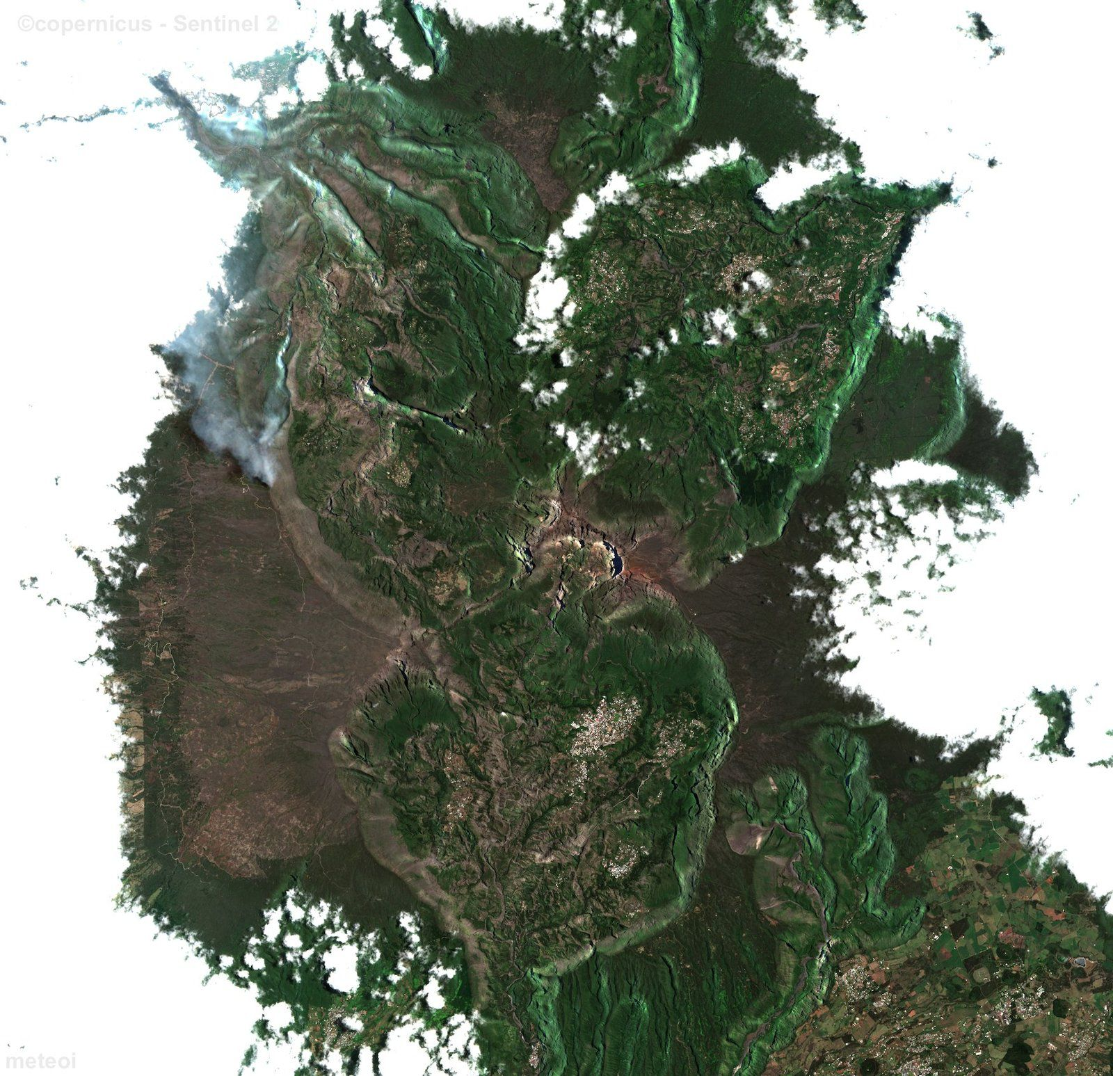 Maïdo - fumées des incendies vue par Sentinel-2 ESA / 07.11.2020 (à gauche de l'image)