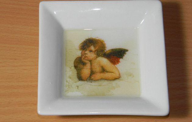 Vide-poche en porcelaine avec fond en résine_motif ange