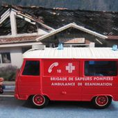 PEUGEOT J9 TONER GAM SOLIDO 1/50 BRIGADE POMPIERS AMBULANCE REANIMATION - car-collector.net