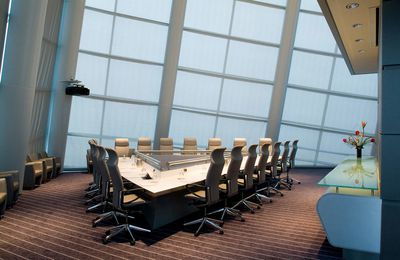 How to pick the right boardroom table
