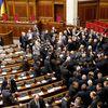Entre l'Est et l'Ouest, l'Ukraine balance