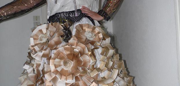 Comment faire une robe avec des assiettes en carton ?
